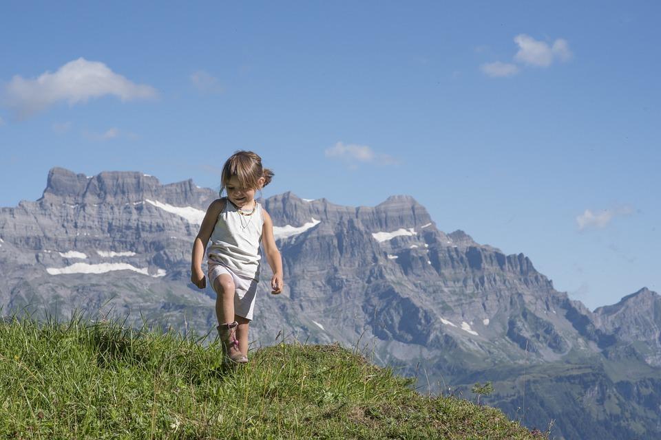 Montagne avec enfant